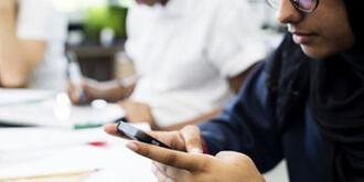 مزایا و معایب استفاده از موبایل توسط دانش آموزان